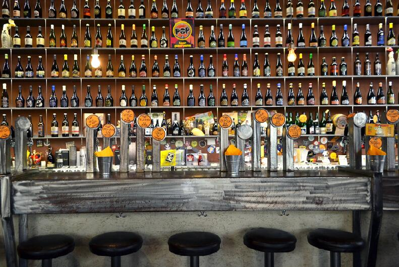 beer bar counter design