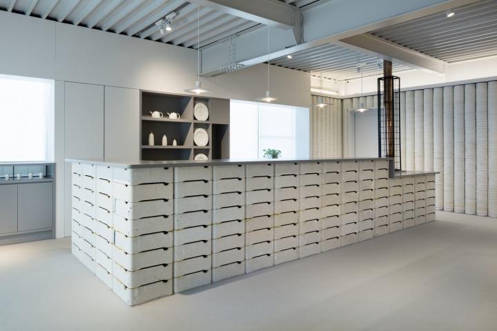 Porcelain store design