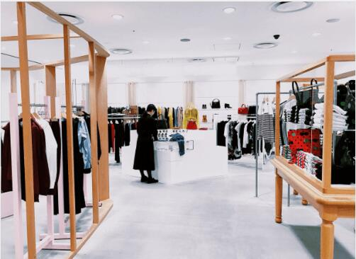 How to Open a Clothing Store: 4 Tips On Successfully Starting a Clothing Retail Shop.